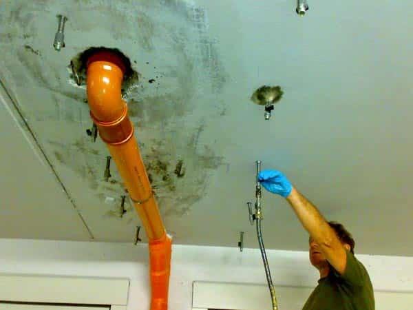 Infiltrazioni-soffitto-Cadelbosco-di-sopra