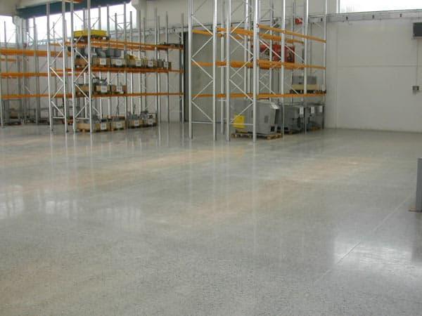 Manutenzione-pavimenti-moderni-showroom-Reggio-emilia