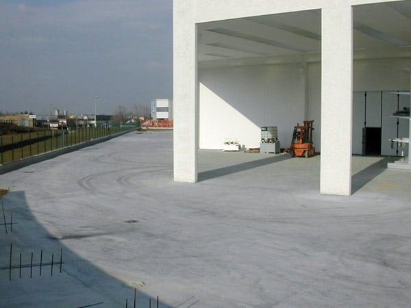 Pavimento-in-cemento-negozi-Reggio-emilia